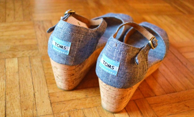 Wedges Toms Vegan label