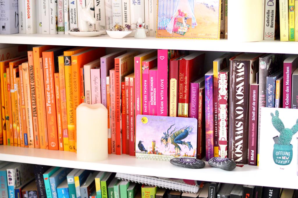 Bücher nach Farben sortieren