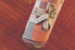 handgewebter Teppich aus Plastikflaschen